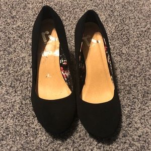 Report Black Wedge Heels Size 7 EUC